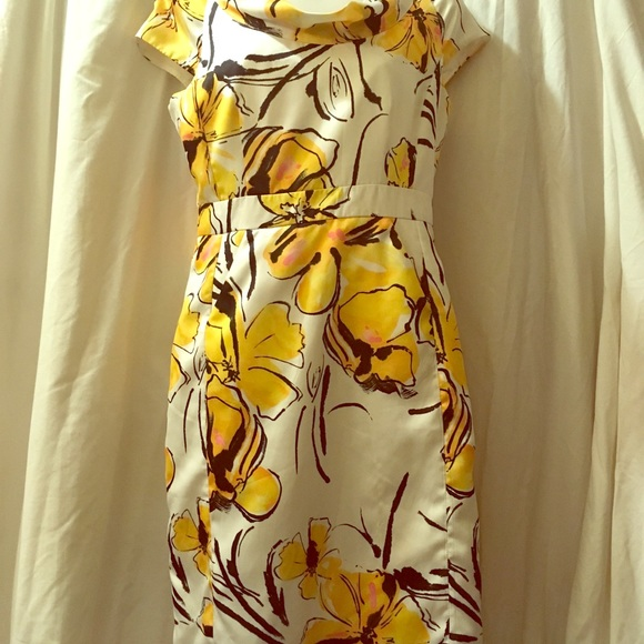 Merona Dresses & Skirts - Merona size 6 Dress. Flattering with pockets.